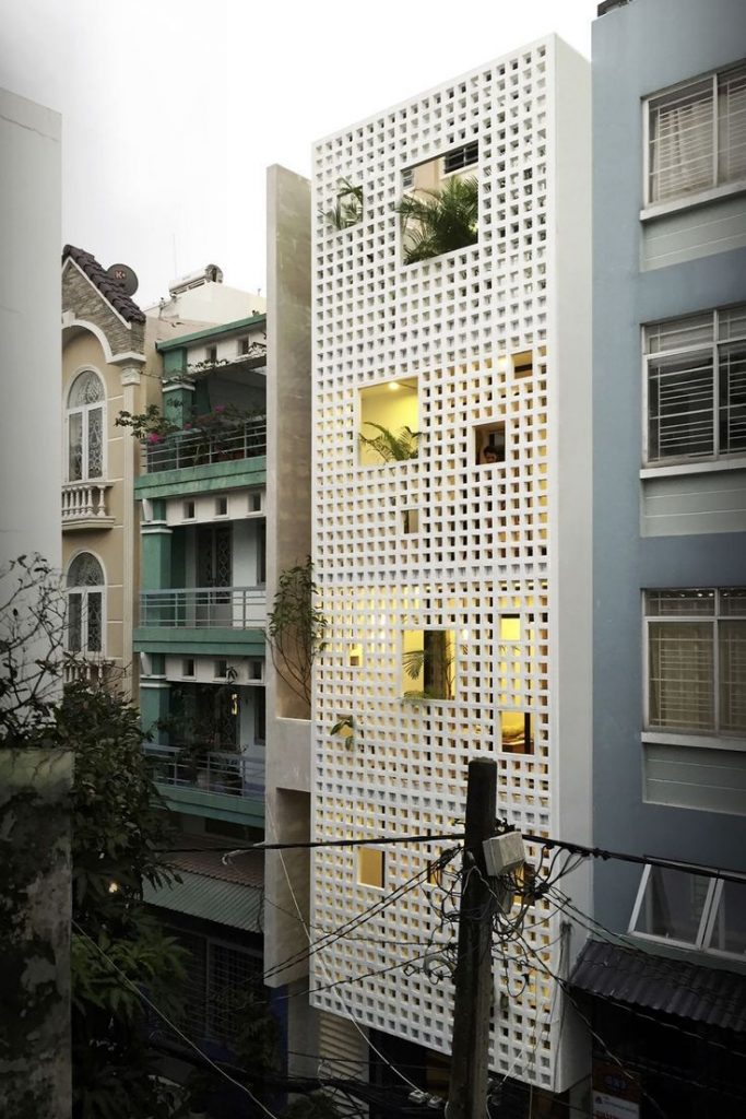 50 narrow lot-houses that transform a thin exterior into something special ...
