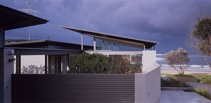 Bold floating roof architecture in Boat Harbour – Sustainable Architecture wit...