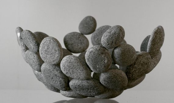 Decorating Ideas-with-stones-for-inside-and-außen_diy-obstschale-from-stones