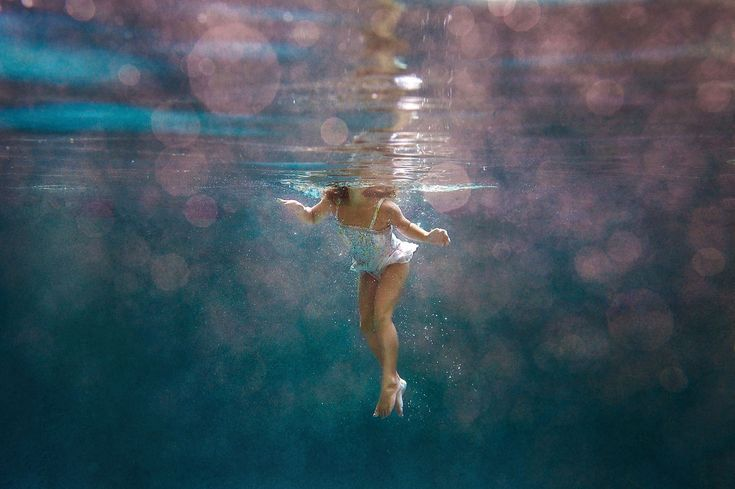 Here's how to create ah-mazing underwater photos. #underwater #photography #summ...