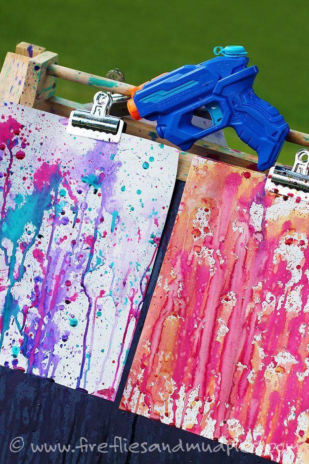 Malt eure Gemälde mal nicht mit dem Pinsel, sondern mit der Farb-Spritzpistole....
