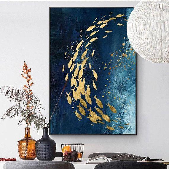Modernes abstraktes Goldfischsegeltuch, das blaue Acrylbeschaffenheit malt - Die...