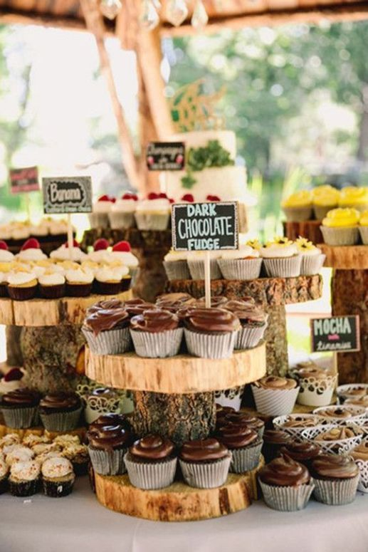Pretty deco idea with tree trunks and tree slices: So you can the dessert t ...