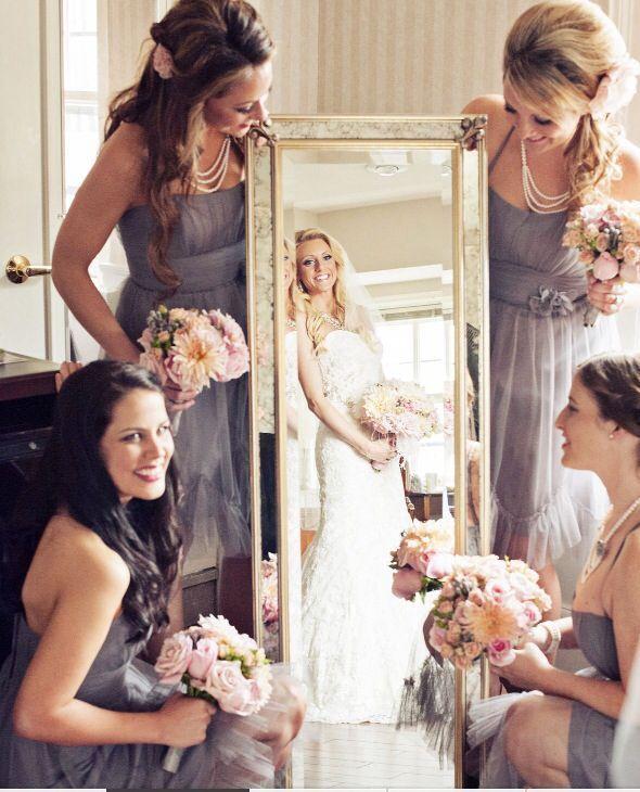 wedding photos bride bridesmaids preparation