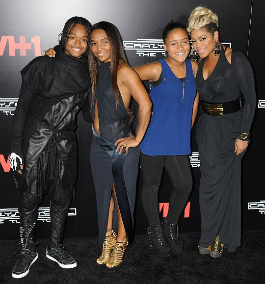 TRON AND CHASE SUPPORT THEIR MOMS AT 'CRAZYSEXYCOOL' PREMIERE - Black Ce...