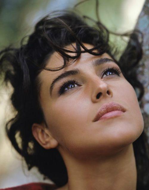 Monica Bellucci {her skin is like silk!}...