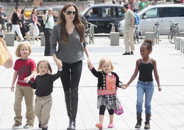 Angelina Jolie with her children #actress #people #celebrities #kids #famosas #actri ...