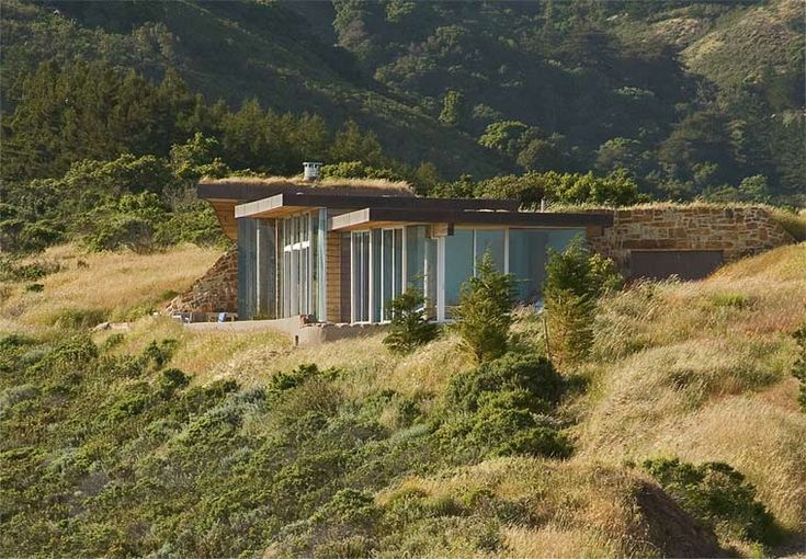 Seamless and sustainable architecture in Big Sur, California...