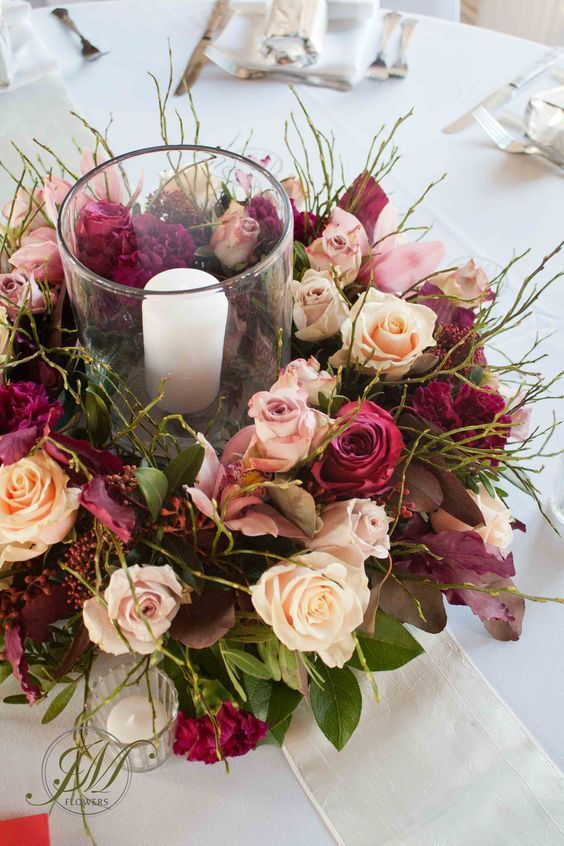 Burgundy and blush is one of my favorite color palettes for fall and winter wedd...