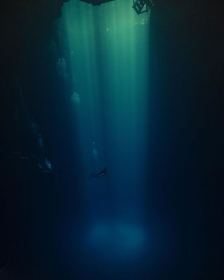 Did you know there are majestic underwater places in the Riviera Maya? Let's exp...