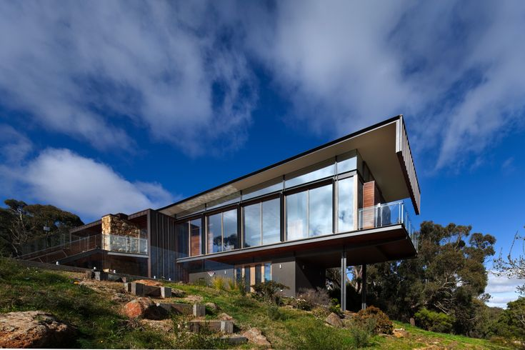 Cruciform architecture with magnificent mountain views – Sustainable Architect...